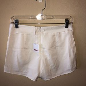 Skirts - WITH TAGS. white envelope skirt.